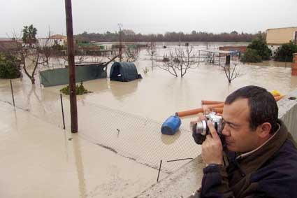 El desbordamiento del río provoca el desalojo de 25 familias en Villafranca