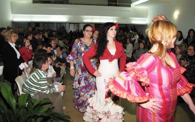 Desfile benéfico de Puri Modas a favor del cáncer en Pedro Abad